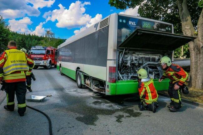 <p>Noch vor Ankunft der Feuerwehr hatte der Busfahrer den Brand mit seinem Feuerlöscher unter Kontrolle gebracht.</p>