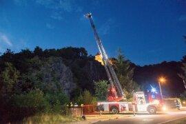 <p>Ein Mann ist am Freitagabend beim Klettern in einer Schlucht in Wolkenstein rund 10 Meter in die Tiefe gestürzt und dabei leicht verletzt worden.</p>