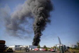 <p>Wegen der starken Rauchentwicklung sollten die Bewohner sogar im mehr als 25 Kilometer entfernten Leipziger Norden Fenster und Türen schließen, sagte eine Polizeisprecherin.</p>