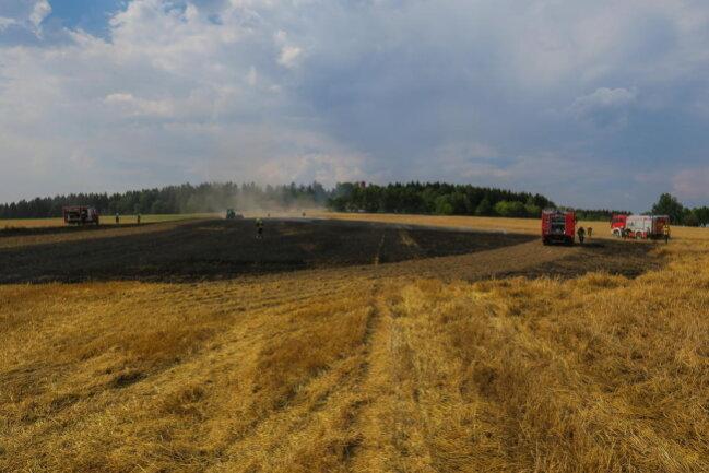<p>Nach einem Waldbrand in Bockau, zwei Wiesen- und Böschungsbränden in Bernsbach und jetzt zwei Feldbränden in Schneeberg reist die Serie von Trockenheit bedingten Bränden in der Region nicht ab.</p>