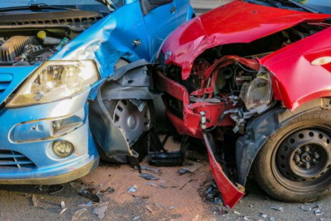 <p>Neben der Feuerwehr waren noch mehrere Rettungswagen, Notarzt und Polizei im Einsatz.</p>