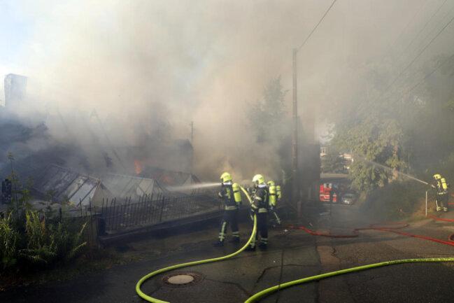 <p>Durch die starke Rauchentwicklung war das Feuer weit ins Dorf hinein riech- und sichtbar.</p>