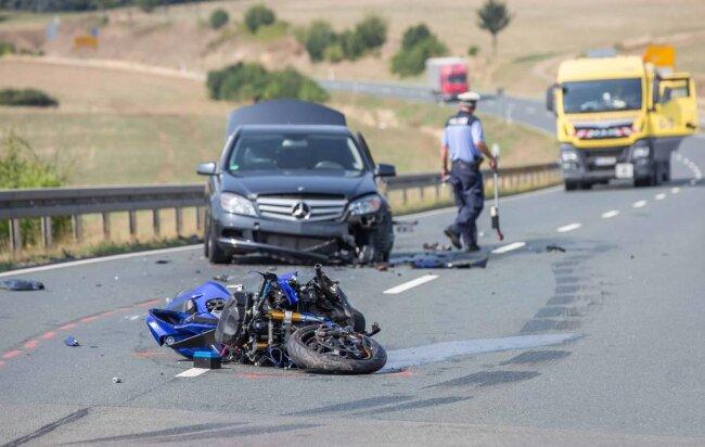 <p>Nach Polizeiangaben überholte der 30-Jährige in südlicher Fahrtrichtung zwischen den Abzweigen Untermarxgrün und Taltitz ein Auto.</p>