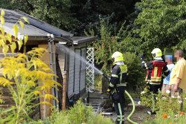 <p>Bei einem Brand in einer Gartensparte auf dem Sonnenberg sind am späten Freitagnachmittag zwei Personen schwer verletzt worden.</p>