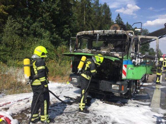 <p>Ein Laster ist am Donnerstag auf der A4 bei Limbach-Oberfrohna ausgebrannt.</p>