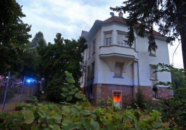<p>Nach ersten Informationen waren sechs Personen in dem Haus.</p>  <p></p>