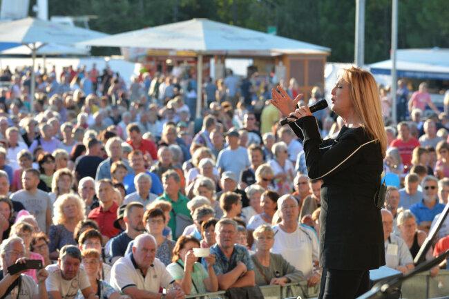 <p>Veronika Fischer & Band am späten Samstagnachmittag.</p>