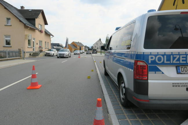 <p>Der Verkehr wurde halbseitig am Unfallort vorbei geführt. Der Verkehrsunfalldienst hat die Ermittlungen aufgenommen.</p>