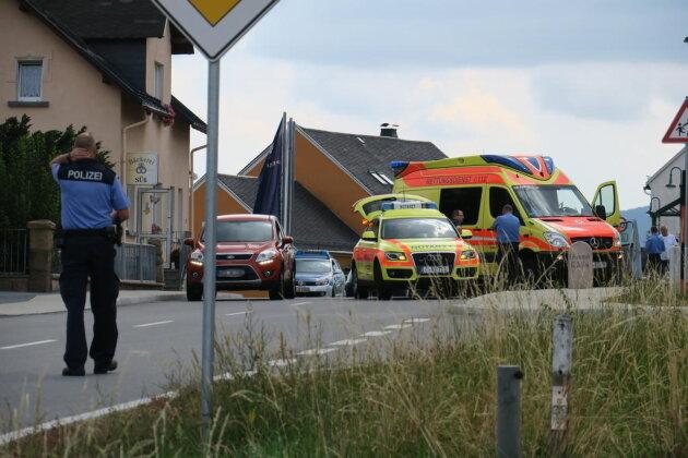 <p>Zwei Tage nach dem tödlichen Verkehrsunfall ist es in Zschorlau im Ortsteil Burkhardtsgrün am Mittwochgegen 13:30 Uhr wieder zu einem schweren Verkehrsunfall gekommen. Ein Kind wurde dabei schwer verletzt.</p>