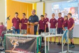 <p>Am Montag war der erste Versuch gescheitert, weil Gerst offenbar das falsche Protokoll zugesandt bekommen und statt Zwönitz eine Schule in Braunschweig gerufen hatte.</p>