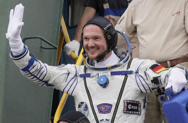 """<p>Der in Baden-Württemberg geborene """"Astro-Alex"""" ist seit Anfang Juni auf der ISS - schon zum zweiten Mal - und wird im Herbst als erster deutscher Astronaut das Kommando an Bord übernehmen.</p>"""