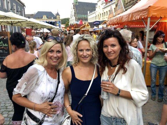 <p>Zur offiziellen Eröffnung des Stadtfestes waren viele gut gelaunte Besucherinnen und Besucher auf den Hauptmarkt geströmt.</p>