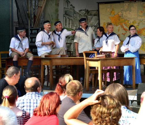 <p>Historische Schulstunde der Miskus-Mimen.</p>