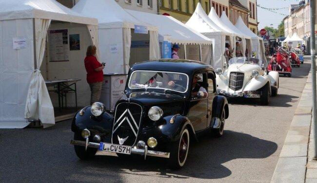 <p>Die große Oldtimerparade durch die Mittweidaer Innenstadt gehörte am Sonntag zu den Programmhöhepunkten des Altstadtfestes. Die Fahrzeuge kamen aus allen Teilen des Landkreises.</p>