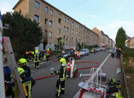 <p>Wie die Polizei mitteilte berichten Zeugen von einer Stichflamme und drei Explosionen.</p>