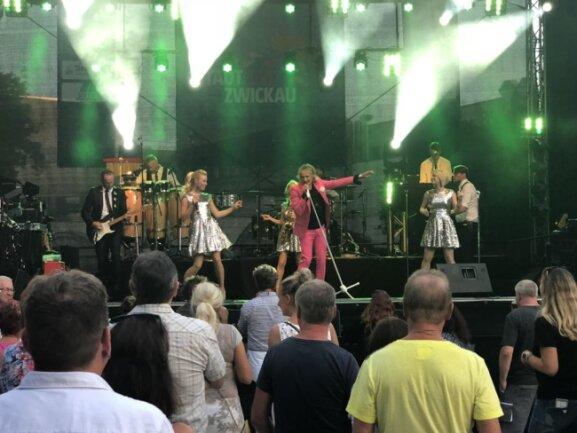 <p>Derweil erklangen am Domhof die Hits von Rod Stewart - gespieltvon der Tribute-BandMr. Rod.</p>