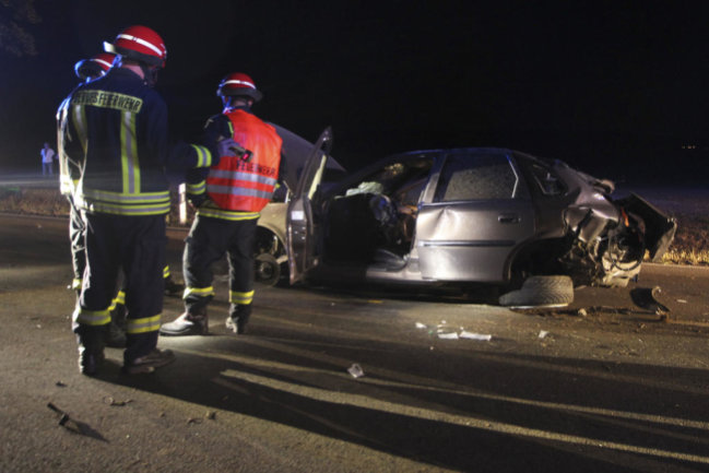 <p>Beide Fahrzeuginsassen erlitten schwere Verletzungen.</p>