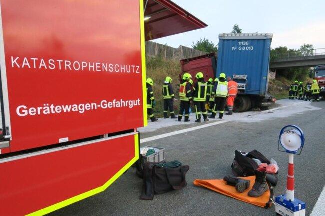 <p>Nach Angaben der Polizei entstand am Lkw und dessen Ladung ein Schaden von 55.000 Euro, an der Böschungein Sachschaden von 5000 Euro.</p>