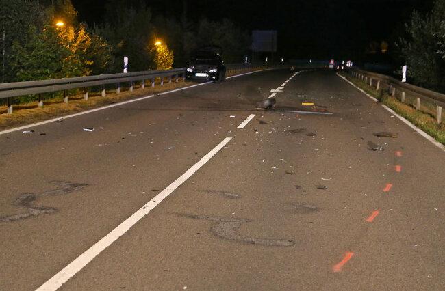 <p>Bei dem Unfall entstand ein Sachschaden von 10.000 Euro. Die B173 musste für zwei Stunden voll gesperrt werden.</p>