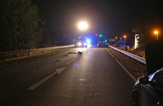 <p>Dessen 59-jähriger Fahrer und seine 57-jährige Beifahrerin wurden leicht verletzt.</p>