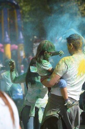 <p>Im Stadthallenpark fand ein Holi-Festival statt.</p>