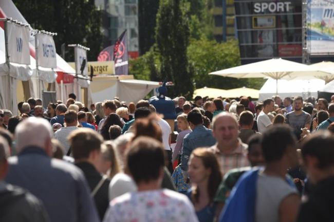 <p>Bis zum Abbruch des Stadtfestes hatten sich die Straßen im Zentrum immer mehr gefüllt.</p>