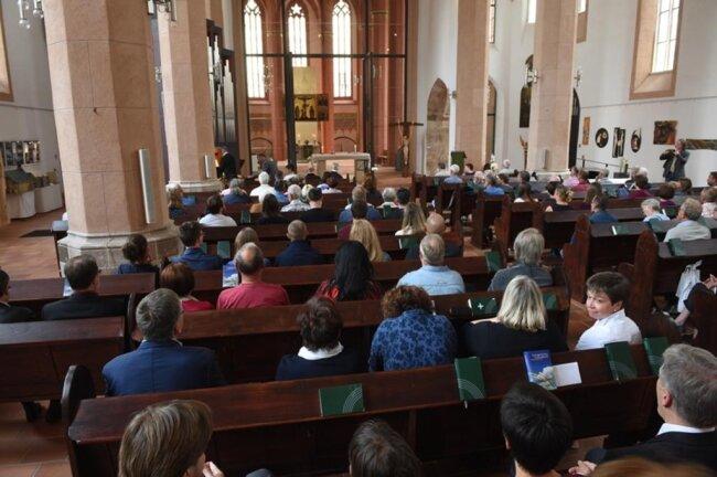 <p>Am Nachmittag luden die Kirchen der Stadt Chemnitz zu einem ökumenischen Gebet in der Jakobikirche ein.</p>