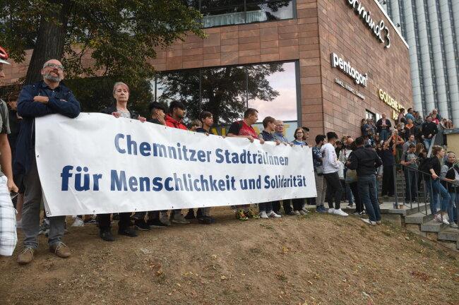 <p>Auch Chemnitzer Stadträte beteiligten sich an der Gegendemonstration.</p>
