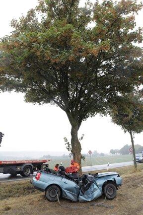 <p>Gegen 9 Uhr war die Frau mit ihrem Audi von der B 173 bei Oberschöna abgekommen und gegen einen Baum geprallt.</p>  <p></p>