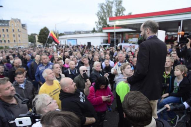 <p>Der Veranstalter sprach selbst von 2000 Teilnehmern.</p>