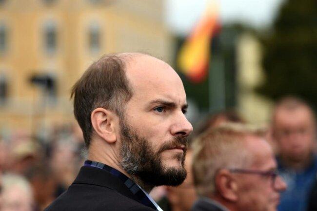 <p>Martin Kohlmann von Pro Chemnitz forderte die Abspaltung Sachsens von der Bundesrepublik und den Anschluss an die Visegrád-Gruppe.</p>
