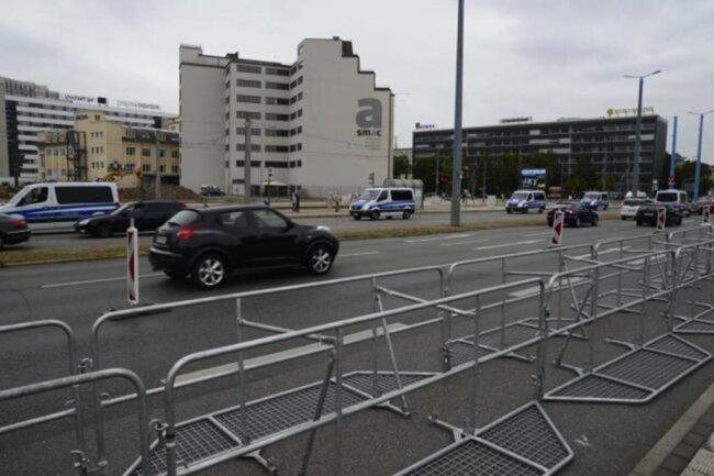 <p>An der Bahnhofstraße wurden Hamburger Gitter aufgebaut.</p>
