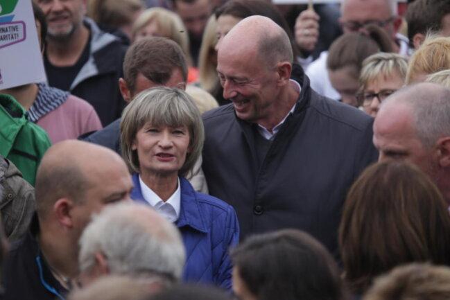 """<p>Oberbürgermeisterin Barbara Ludwig bei der Kundgebung """"Herz statt Hetze"""" auf dem Johannisparkplatz.</p>"""
