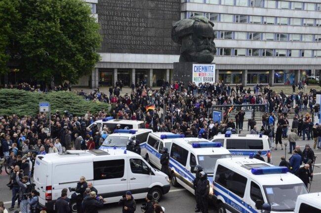 <p>Die Demonstration der AfD soll sich am Karl-Marx-Kopf auflösen...</p>