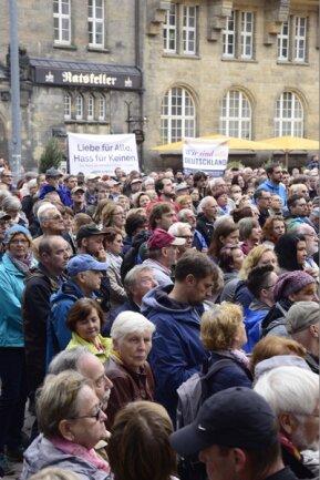"""<p>Oberbürgermeisterin Ludwig rief die Chemnitzer auf, die Gräben zu überwinden, die sich in der vergangenen Woche aufgetan hätten und vieles von dem verschwinden zu lassen drohten, """"was wir uns zusammen aufgebaut haben"""".</p>"""