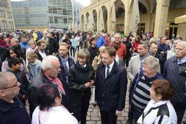 <p>An der Kundgebung nehmen Sachsens Ministerpräsident Michael Kretschmer, Oberbürgermeisterin Barbara Ludwig, Innenminister Roland Wöller und Wirtschaftsminister Martin Dulig teil.</p>