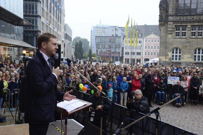 """<p>Ministerpräsident Kretschmer sagte den Chemnitzern erneut seine Unterstützung zu """"bei allem, was jetzt notwendig ist"""".</p>"""