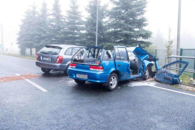 <p>Der 20-jährige Mazda-Fahrer erlitt leichte Verletzungen.</p>
