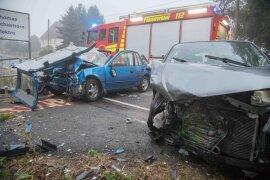 <p>Nach Polizeiangaben stieß ein Mazda frontal mit einem entgegenkommenden Subaru zusammen.</p>  <p></p>