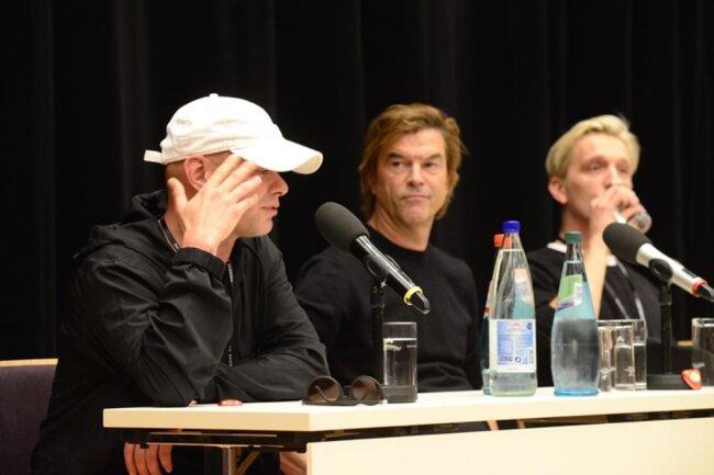 <p>Trettmann: Das Problem des Rechtsradikalismus belastet mich schon seit meiner Jugend. Kurz vor 16 Uhr ist die Pressekonferenz zu Ende.</p>