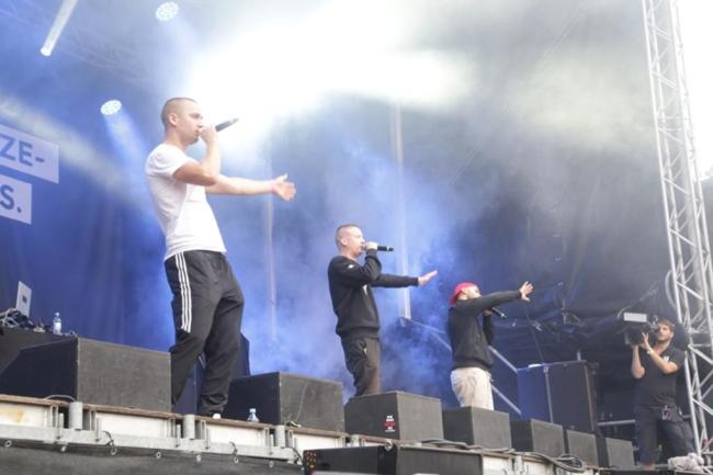 """<p>Die Hip-Hop-Formation K.I.Z. spielte den Titel """"Boom Boom boom"""".</p>"""