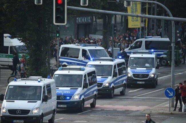 <p>Die Polizei war mit einem Großaufgebot in der Chemnitz präsent.</p>