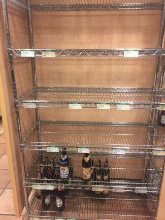 <p>Das Bierregal im Kaufhof: Es gab nur noch Alkoholfreies - und Luxustropfen wie isländisches Einstök für 2,99 Euro pro 0,33l-Flasche.</p>
