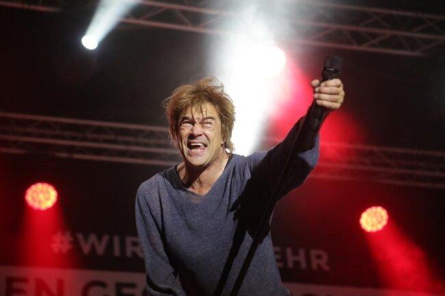 """<p>Die Gruppe sang den Klassiker """"Sascha ... ein aufrechter Deutscher""""von 1993.</p>"""