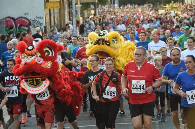 <p>Rund 9000 Sportler aus etwa 700 Unternehmen waren am Mittwochabend beim Chemnitzer Firmenlauf dabei.</p>