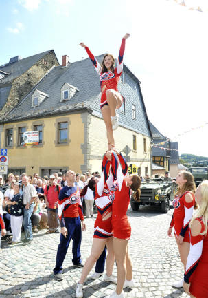 <p>Höhepunkt beim Tag der Vogtländer war ein Festumzug mit Tanz...</p>