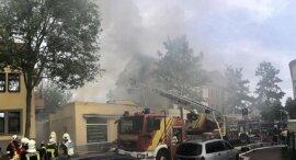 <p>Wie Heinrich Günnel vom Einsatzführungsdienst erklärte, hatte sich das Feuer im Dachbereich ausgebreitet.</p>