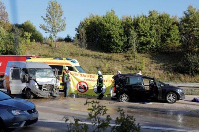 <p>Die Autobahn war teilweise gesperrt. Auch die B 169 war vom Stau betroffen, da die Fahrzeuge über die Bundesstraße umgeleitet wurden. Die Polizei schätzte den Schaden auf etwa 70 000 Euro.</p>