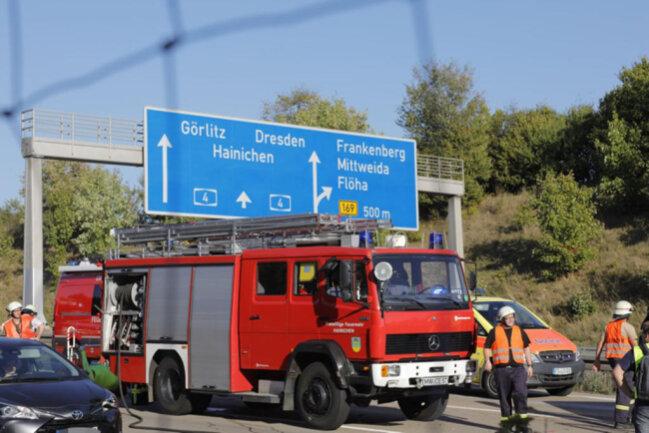 <p>Wegen der Bergungsarbeiten bildete sich ein Stau, auf den etwa zwei Stunden später der Fahrer eines Kleintransporters zwischen den Anschlussstellen Frankenberg und Chemnitz Ost auffuhr und gegen den VW der 43-Jährigen knallte.</p>