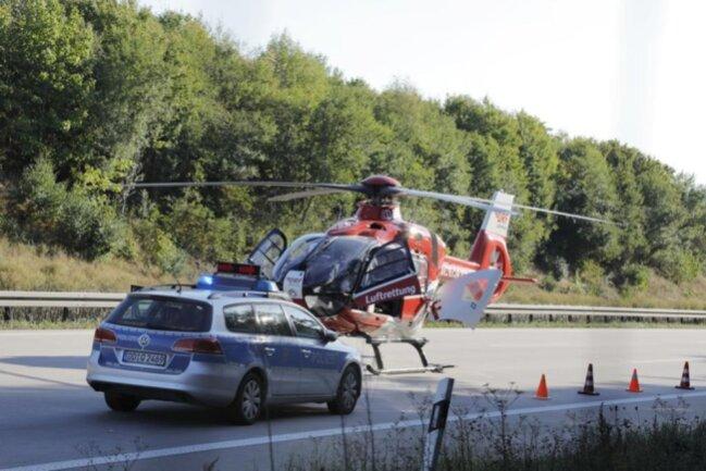 <p>Während der Bergung war die A4 in Richtung Chemnitz gesperrt. Die Arbeiten dauerten bis um 3.00 Uhr am Donnerstagmorgen.</p>